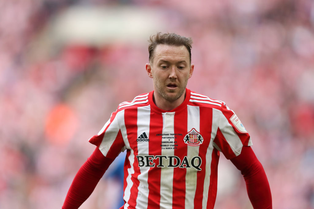 Aiden McGeady has signed a new contract with Sunderland.