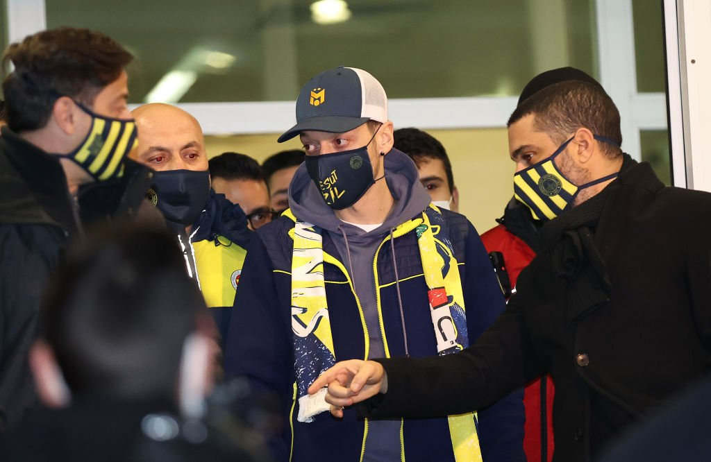 Mesut Ozil arrives in Istanbul to complete Fenerbahce move