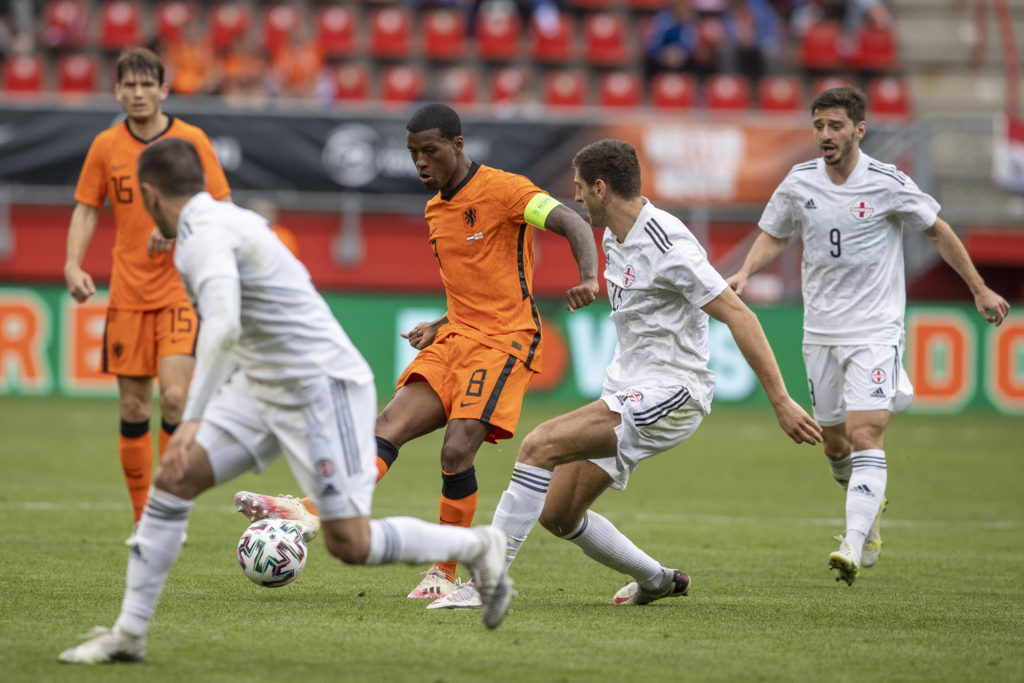 liverpool-transfer-gossip-georginio-wijnaldum-psg-contract-terms-in-action-netherlands-euro-2020-warm-up-friedly-georgia-passes-ball