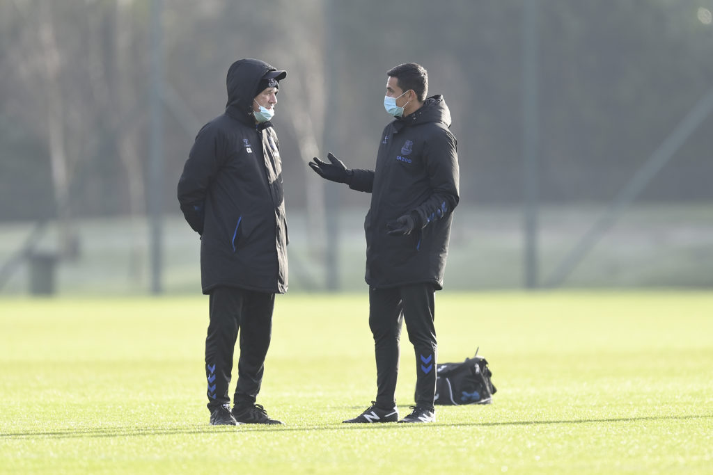 former-everton-manager-carlo-ancelloti-speaking-with-tim-cahill-training-premier-league-finch-farim