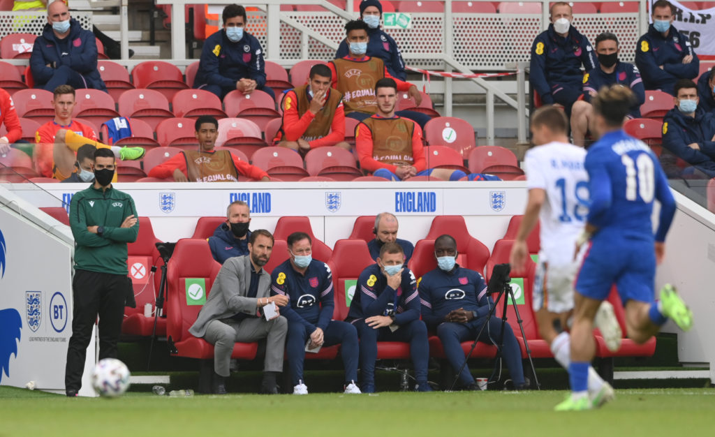 tottenham-hotspur-manager-candidate-gareth-southgate-england-speaks-with-backroom-staff-bench-romania-euro-2020-friendly
